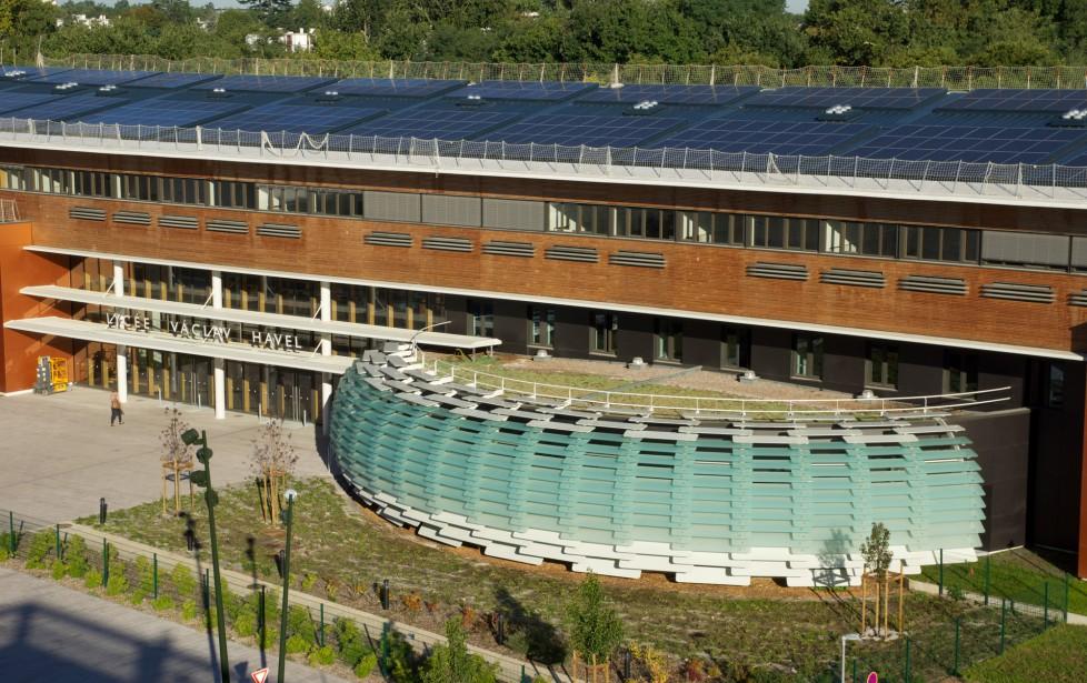 Lycée Vaclav Havel de Bègles, premier lycée à énergie positive de France